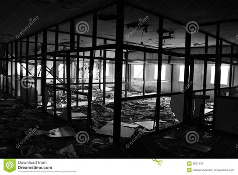 bureau d é ude incendie bureau d 233 truit par l incendie images stock image 2561434