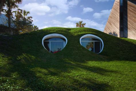 Houses Built On Slopes by 6 Unbelievable Underground Homes Cbs News