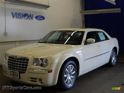 2008 Chrysler 300 Limited by 2008 Chrysler 300 Limited In Cool Vanilla White 207975