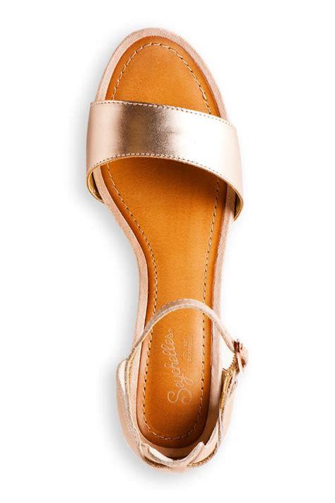 seychelles thyme metallic wedge sandal seychelles shoes thyme leather wedge s