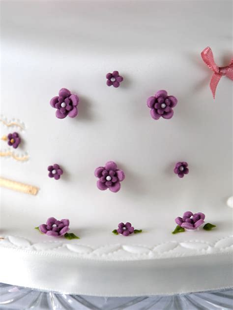 Cake Flower Decorations by Wedding Cake Decorating Ideas For A Memorable Event