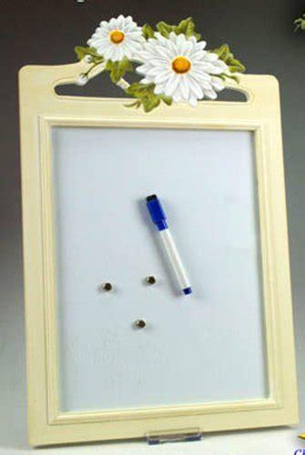 lavagnette magnetiche da cucina prodotti idea cucina lavagna magnetica in legno chiaro