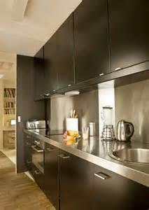 beautiful Plan De Travail Inox Sur Mesure #1: cuisine-noir-avec-plan-de-travail-et-credence-en-inox-deco.jpg