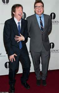 mike myers real voice mike myers and dana carvey bury the hatchet at wayne s