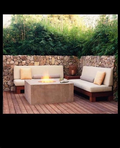 contemporary fire pit   walls wind protection