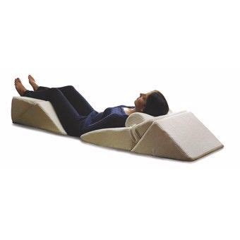 upright pillow for bed 1000 ideas about bed wedge pillow on pinterest wedge