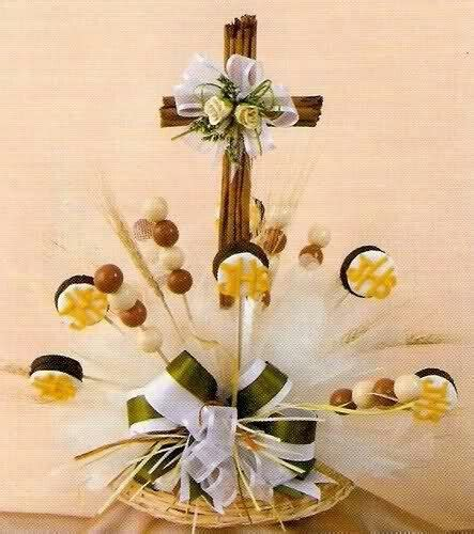 arreglos de mesa para bautizo con flores cruz de canela bautizos comuniones y mas pinterest