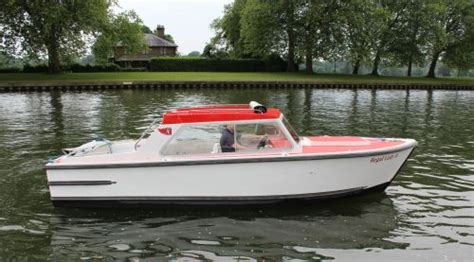 kris cruisers boat hire the river thames guide thames boat hire kris cruisers