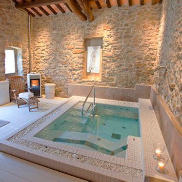 habitacion con jacuzzi catalu a hoteles con encanto en la costa brava pirineos y catalu 241 a