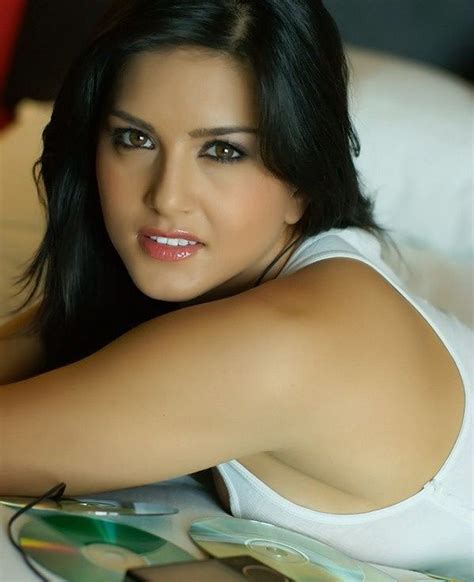 by sunnyleonecom film actress sunny leone hot wallpapers latest stills