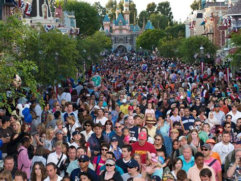 A Calendar Crowded Crowd Calendar Tokyo Disneyland Calendar Template 2016