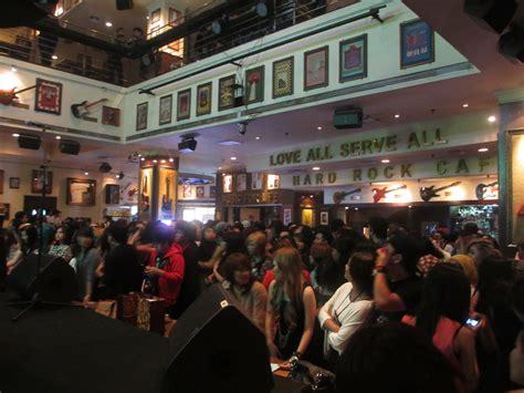 Kaos Rock Cafe Jakarta Hitam miyavi live in rock cafe jakarta audiens hqeem