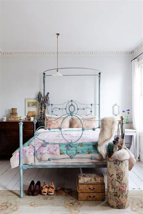 Decorating Bedrooms With Metal Beds by Always Loved A Wrought Iron Bed I The Color It S