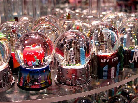 Souvenir Snowglobe Galery Mancanegara memories for sale nyc snow globes by frankieleon flickr photo