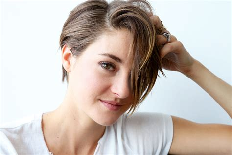 divergent star short hair cut shailene woodley beauty hair into the gloss into