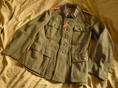 Late Tunic pair of heer tunics early and late war