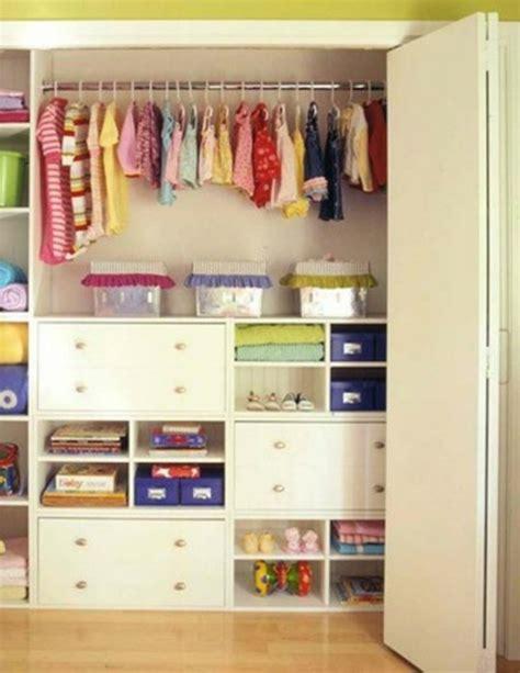 wandschrank kleider wie kann den wandschrank im kinderzimmer organisieren