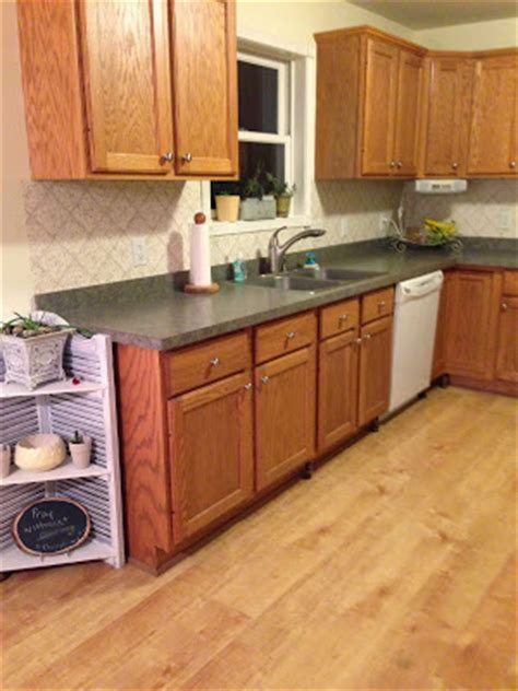 easy way to paint kitchen cabinets thrifty treasures paint your kitchen cabinets the easy way