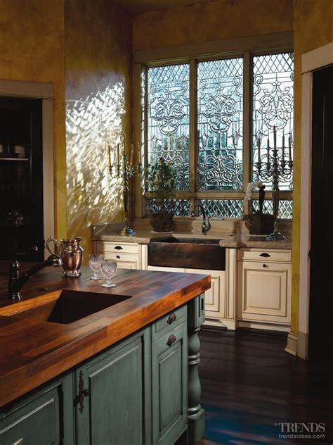 love  copper farmhouse sink   windows