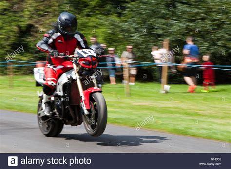 Yamaha Motorrad Uk by Yamaha Motorcycle Cornering Stockfotos Yamaha Motorcycle