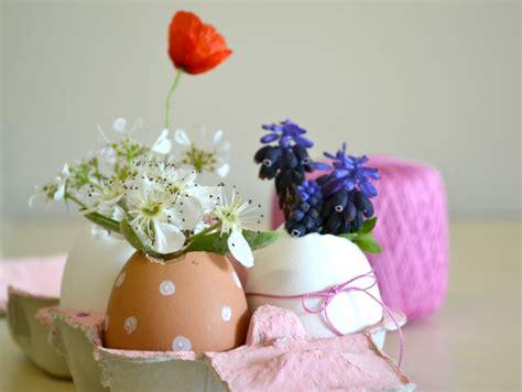 fai da te fiori decorazioni fai da te con fiori e uova per la tavola di pasqua
