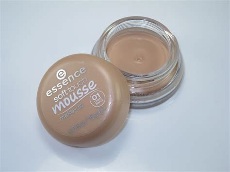 mousse make up essence soft touch mousse makeup 02 matte beige mugeek