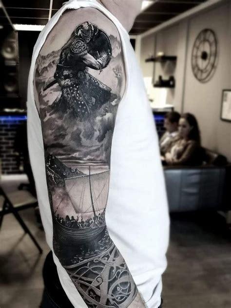 tatouages vikings avec des symboles nordiques