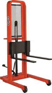 presto lifts manual stackers