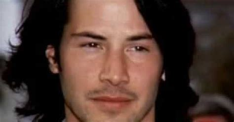 keanu reeves life biography river phoenix and keanu reeves on biography channel