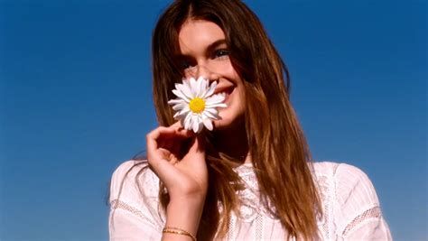 daisy marc jacobs  model kaia gerber tv advert songs