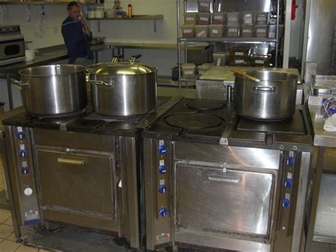 induction cooking commercial kitchens induction for a cool kitchen induction cooking suites induction stoves and induction hobs