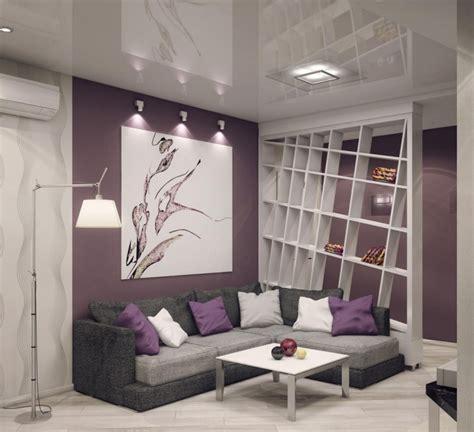 wohnzimmer einrichten farben graues ecksofa lila wandfarbe und wei 223 er raumteiler