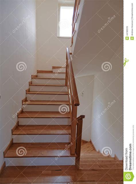 Encantador  Escalera En Madera #5: Escaleras-interiores-44180378.jpg