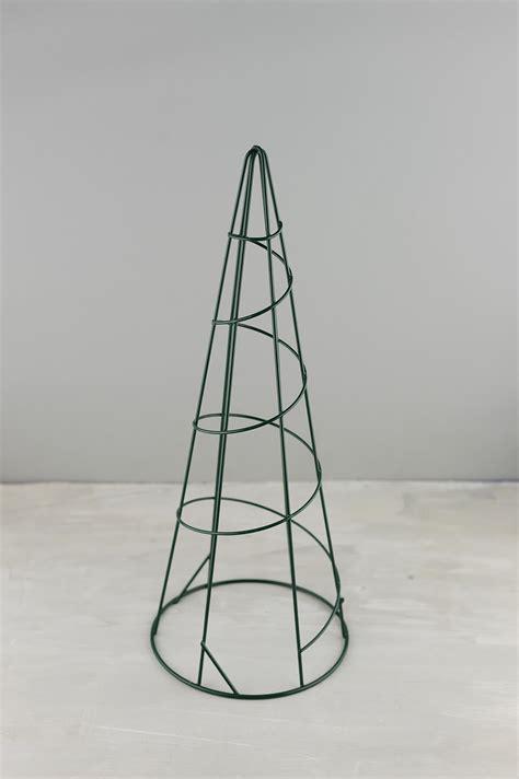 """15"""" Wire Topiary Cone"""