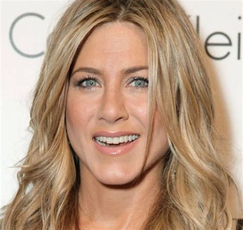 the base color of jennifer anistons hair color jennifer aniston hair color get this look from dior how