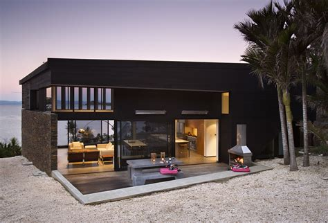 contemporary beach house in new zealand by daniel marshall