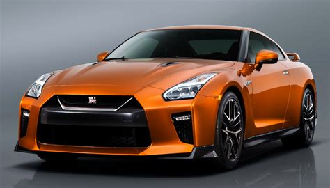 can you tell the new 2017 nissan gt r from the one