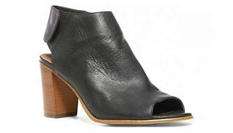 Sepatu Santai Nagita Slavina asyiknya pakai block heels seperti nagita slavina cantik
