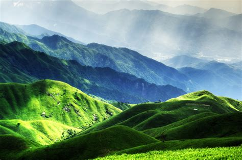 gambar pemandangan cahaya awan menanam padang rumput