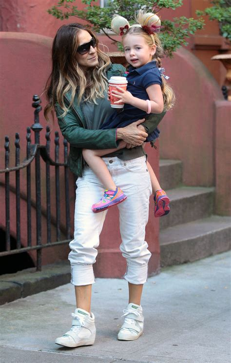 sarah jessica parker with her daughter sarah jessica parker taking her twin daughters to school