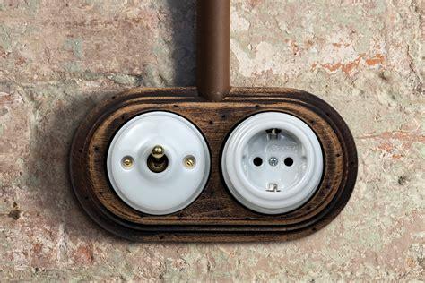 Historische Schalter Steckdosen by Schaltersystem 187 Garby 171 Aus Porzellan Und Holz Zur