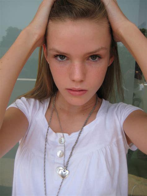 Sarah Model | sarah shines of the minute