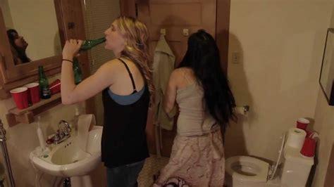 sex on a bathroom 2 girls 1 toilet youtube
