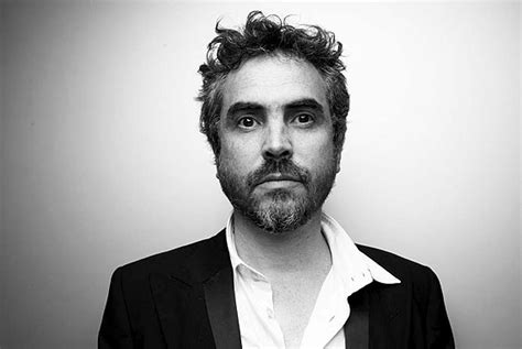 alfonso cuaron is gravity alfonso cuaron s game changing masterpiece