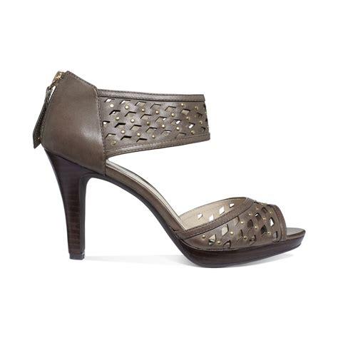 adrienne vittadini sandals adrienne vittadini gracie mid heel sandals in brown taupe