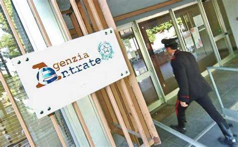 ufficio delle entrate imperia agenzia delle entrate arrestato funzionario quot niente