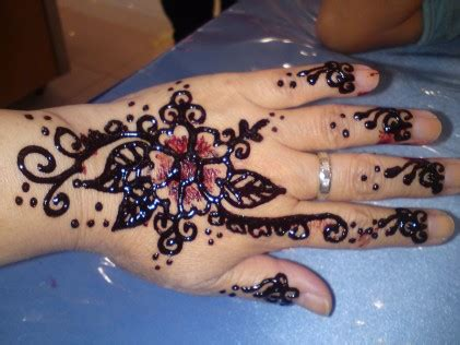henna design in johor bahru capitalising on the henna craze citizen journalists malaysia