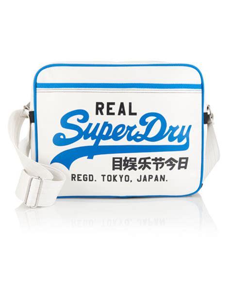 Superdry Tas Aanbieding superdry mini spark alumni tas pearl superdry in de aanbieding kopen