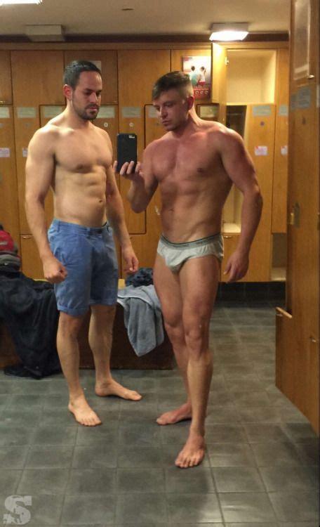 chicos des nudos 191 desnudarse o no en el vestuario del gym