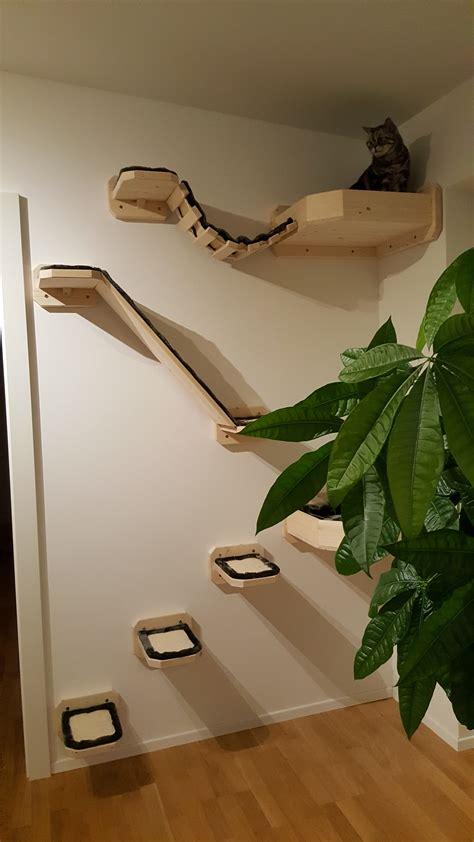 wandelemente fuer katzen stabil holz wandkratzbaum